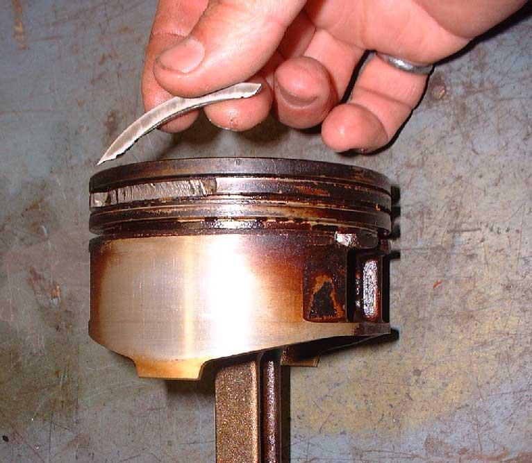 broken piston ring oil leak